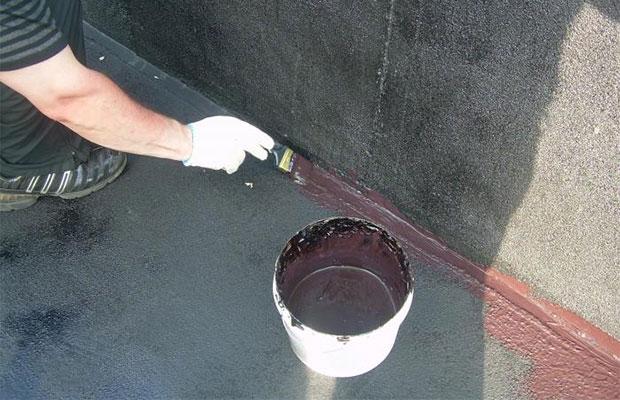 Жидкая резина наносится валиком или кистью