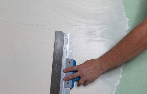 На время высыхания шпатлевки влияет влажность в помещении и температурный режим