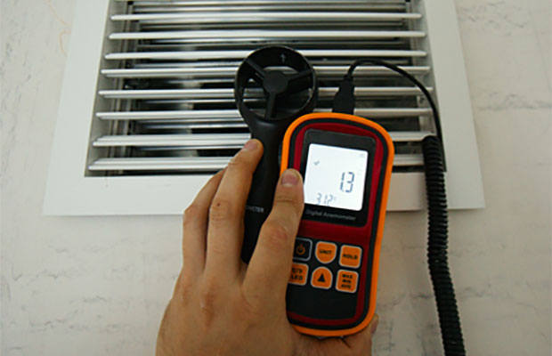 Тягу в вентиляционной системе можно проверить специальным прибором