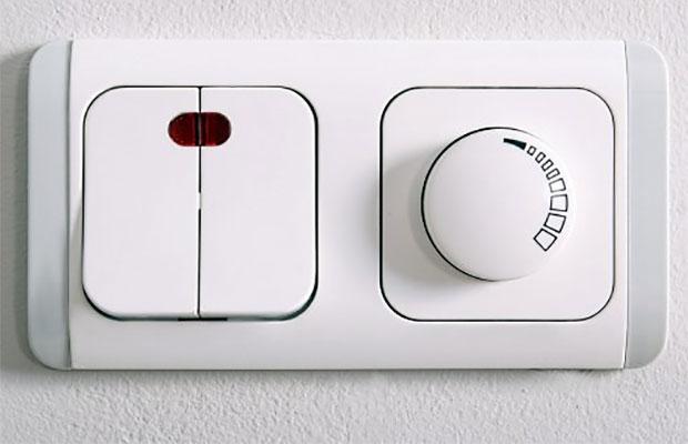 С помощью диммера можно менять силу свечения светодиодных ламп и ламп накаливания