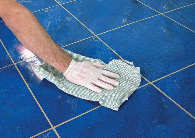С уборкой оставшегося цементного налета на поверхности медлить не стоит