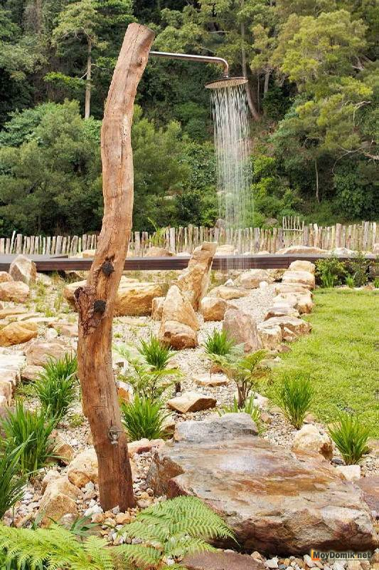 Открытый деревянный душ - креативная идея