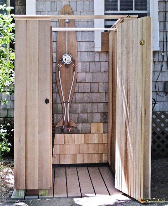 Летний деревянный душ для дачи