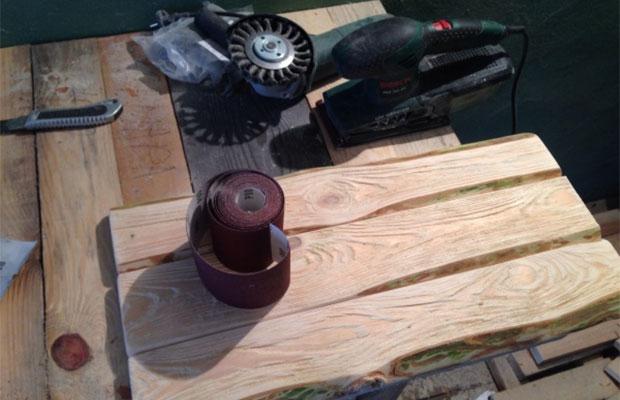 Прежде всего нужно подготовить древесину - она должна быть ровной и гладкой