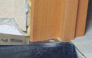 Шаг 1 – пропил дверной коробки