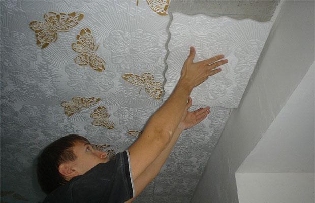 Клеить плитку следует от люстры к стене