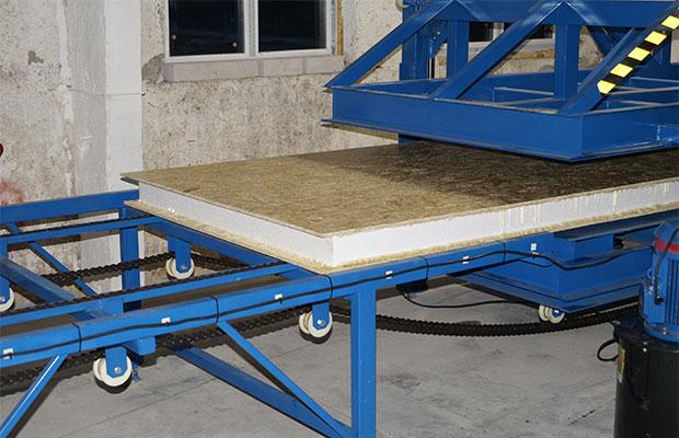 СИП панель состоит из двух ОСП плит, между которыми расположен слойпенополистирола