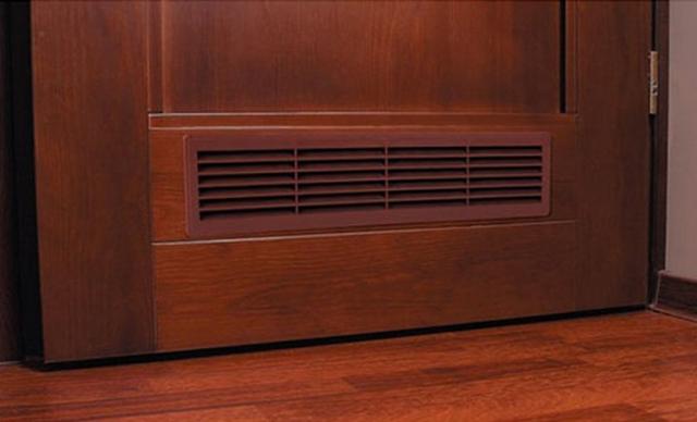 Дверь с переточной вентиляционной решеткой
