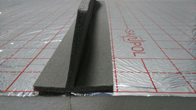 Т-образная демпферная лента разделяет контуры и помещения