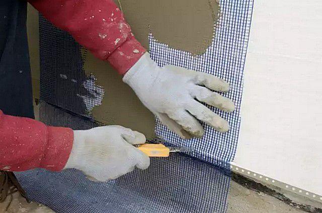 Подрезка излишков армирующей сетки