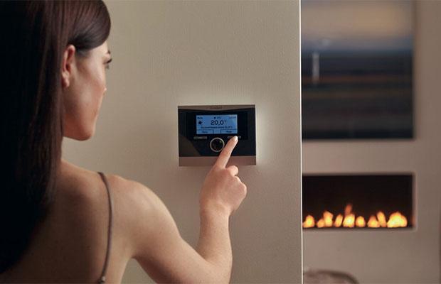 С помощью системы управления терморегулятором домовладелец выставляет желаемый температурный режим, который поддерживается автоматически