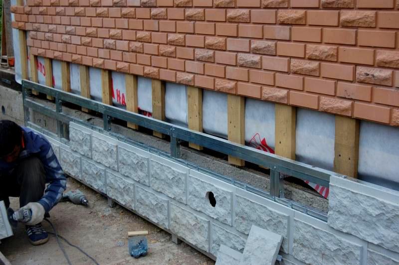 Полимерпесчаные панели для облицовки цоколя и стен фасада дома