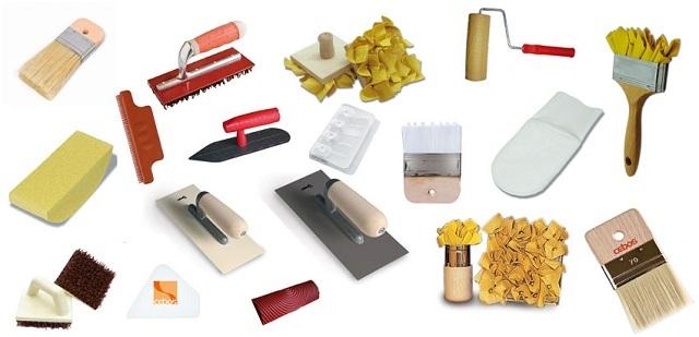 Многие из показанных инструментов – узкоспециализированные, и рассчитаны именно для работы с рельефной декоративной штукатуркой