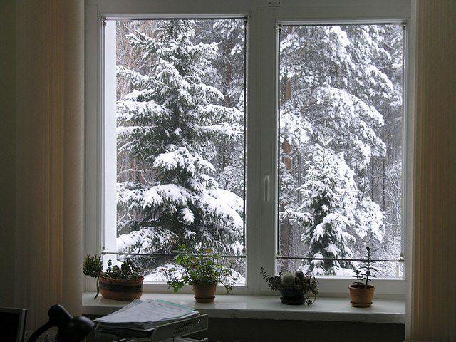 Комфортно пережить даже самые сильные зимние морозы помогут качественные окна со стеклопакетами