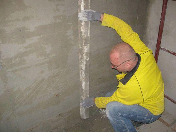 Как выравнивать стены штукатуркой