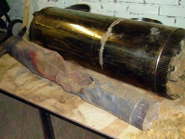 Прогоревшая внутренняя труба некачественного дымохода