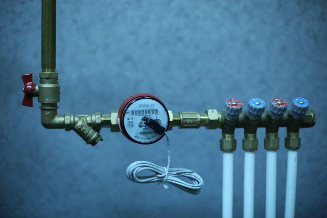 Коллекторная гребенка, установленная после водомера