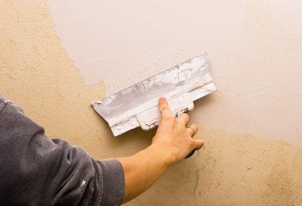 Широкий шпатель необходим для нанесения финишных слоев шпатлевки на стены