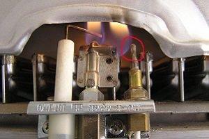 Виды поломок у </span>газовых  водонагревателей «>За многие годы эксплуатации бытовых водонагревательных приборов был составлен список самых распространённых признаков поломки или сбоя в работе, на которые в первую очередь стоит обратить внимание:</span></p> <ul> <li> <p align=
