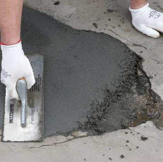 Заделка выбоин и щелей на бетонном основании