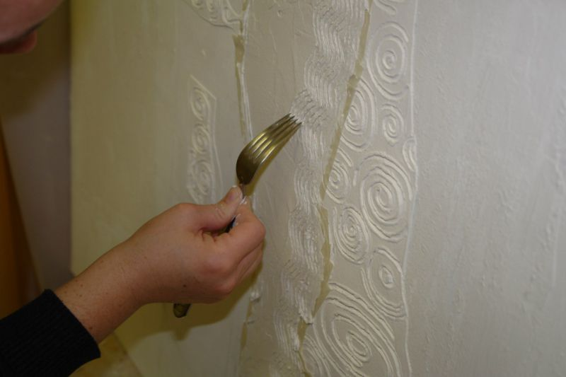 Процесс оформления стен декоративной штукатуркой