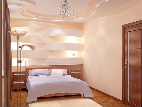 Потолок на тон светлее стен, за счет чего кажется выше