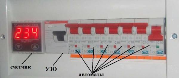 Один из примеров компоновки щитка для небольшой схемы - на 6 автоматов