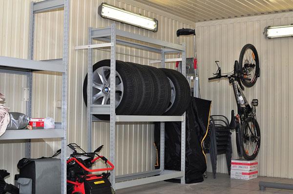 Металлические стеллажи в гараже