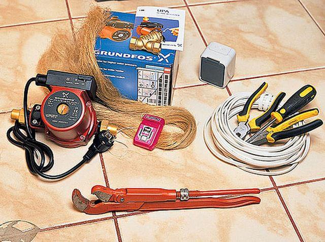 Типичный набор инструментов и принадлежностей для установки циркуляционного насоса