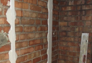 Штукатурка стен по маякам – как справиться без помощников?
