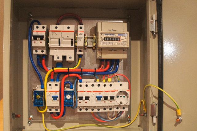 Если домашняя электропроводка организована грамотно, то и первичная локализация участка аварии займет считаные минуты.