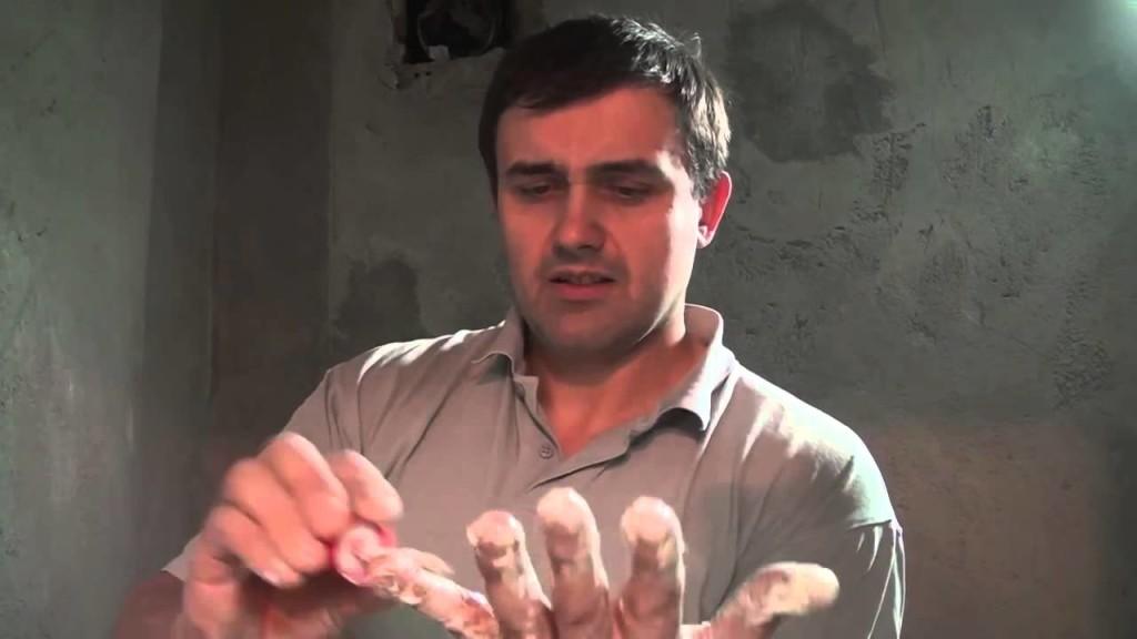 Как убрать следы свежей монтажной пены с рук