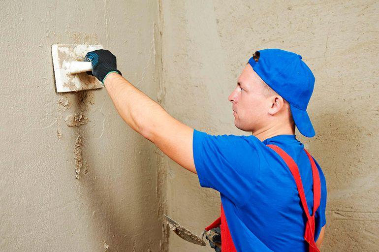 Чем лучше штукатурить стены в квартире своими руками