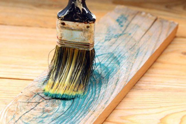 Как покрасить мебель под старину?
