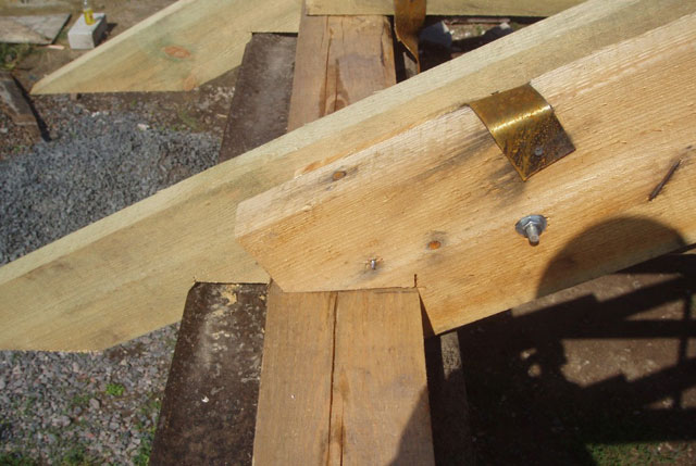 Как установить мауэрлат для двускатной крыши – варианты монтажа, порядок проведения крепления