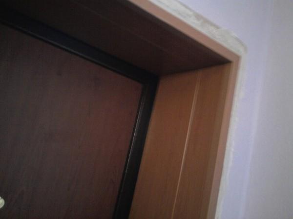 Как делается отделка дверного проема после установки железной двери
