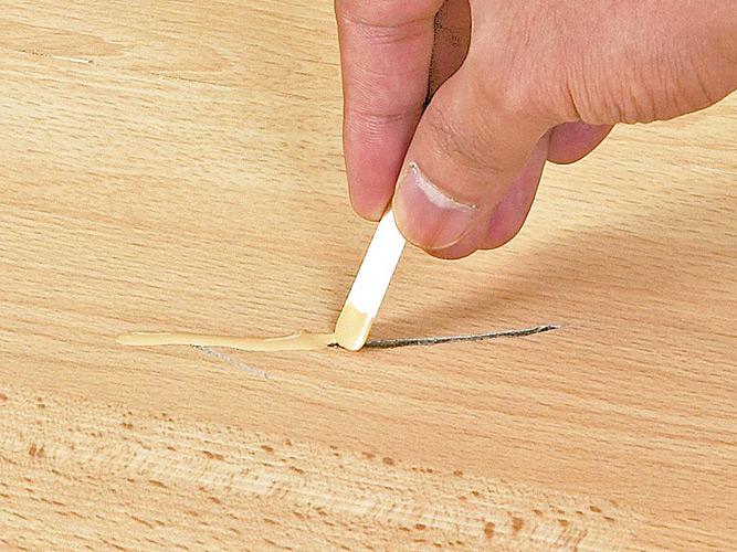 Как избавиться от выбоин и царапин на полу?