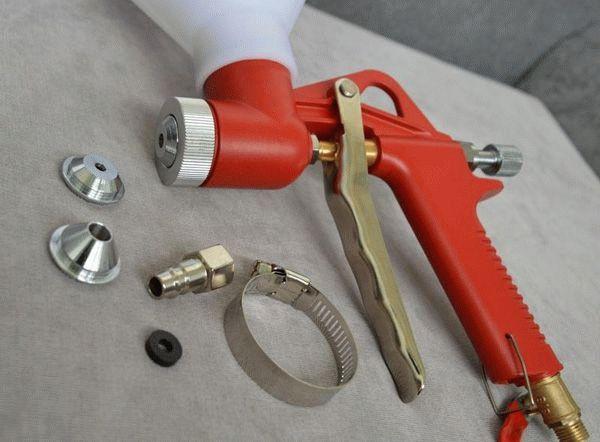 Картушный пистолет и сменные насадки к нему