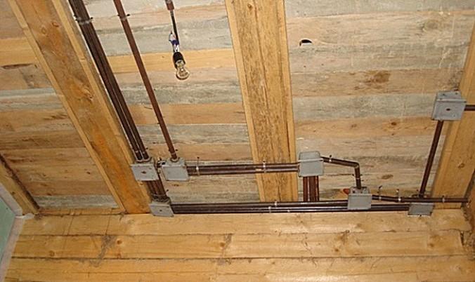 прокладка электропроводки под потолком
