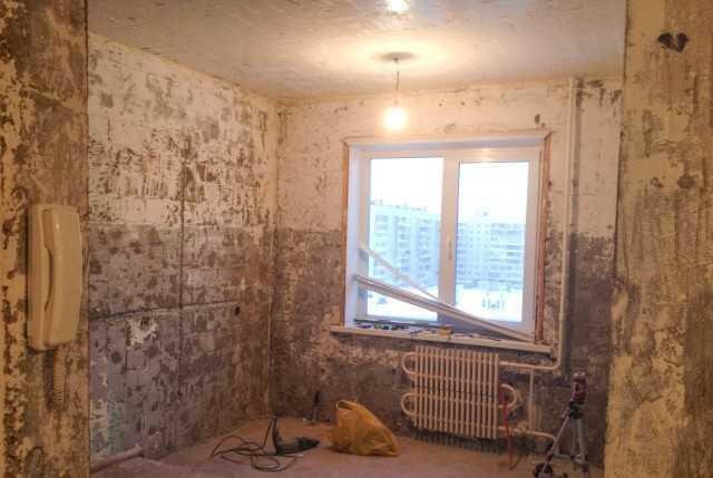 Сначала делают штробы в стенах под новую электропроводку