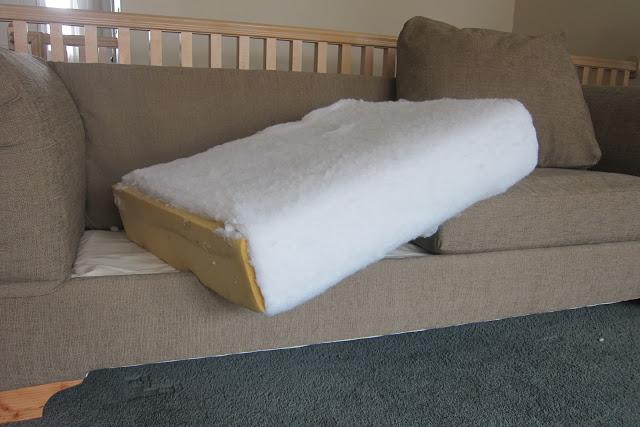 Как правильно обшить диван своими руками?