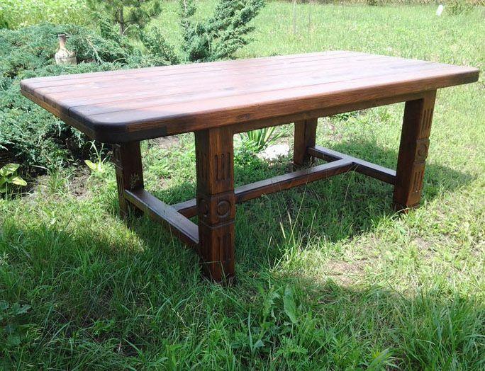 Встроенный вариант скамеек и круглого столика