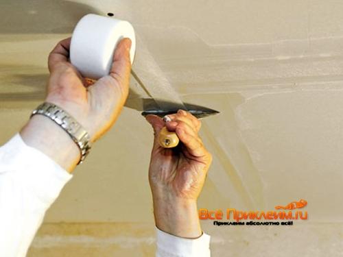 Шпаклевка стыков гипсокартона с применением бумажной ленты