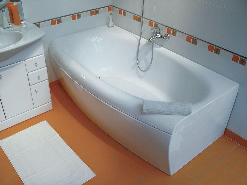 Изображение акриловой ванны в интерьере ванной комнаты