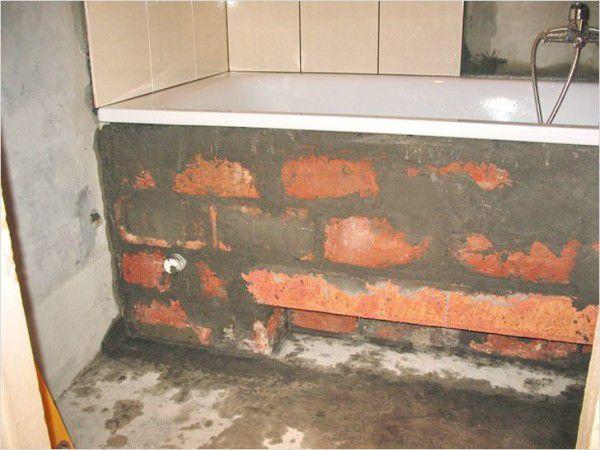 Пример установки акриловой ванный на кирпич