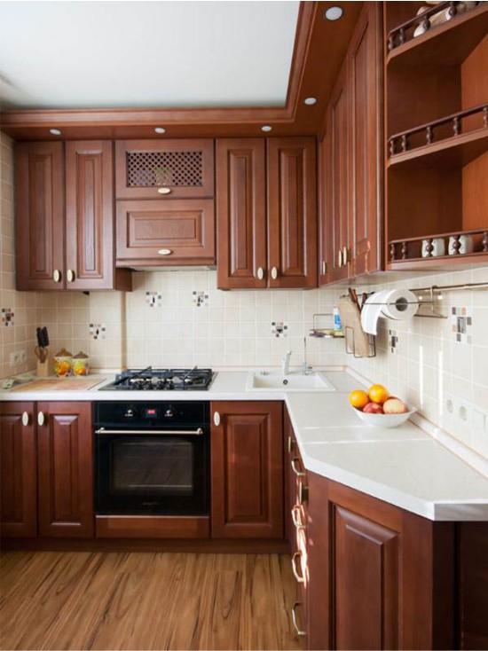 Угловая кухня с уменьшенной боковиной