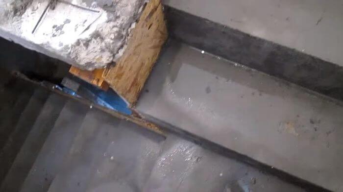 Смачивание бетона после первичной распалубки