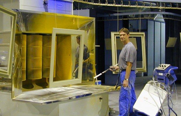 Нанесение порошковой смеси на металлическую конструкцию