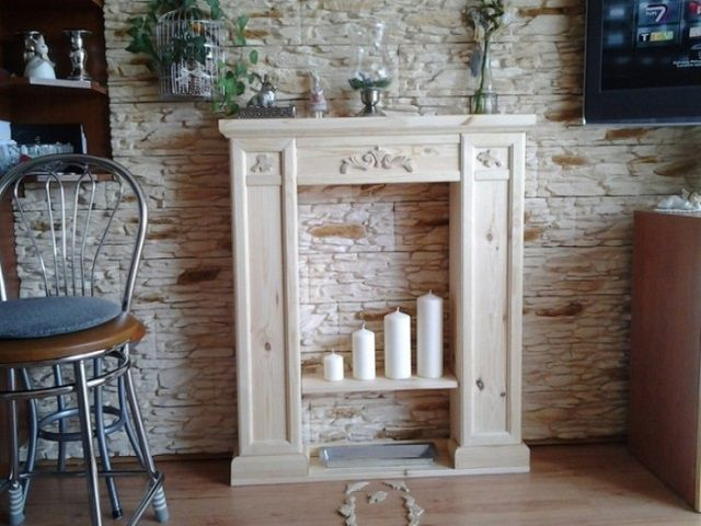 Декоративная имитация камина служит просто украшением интерьера