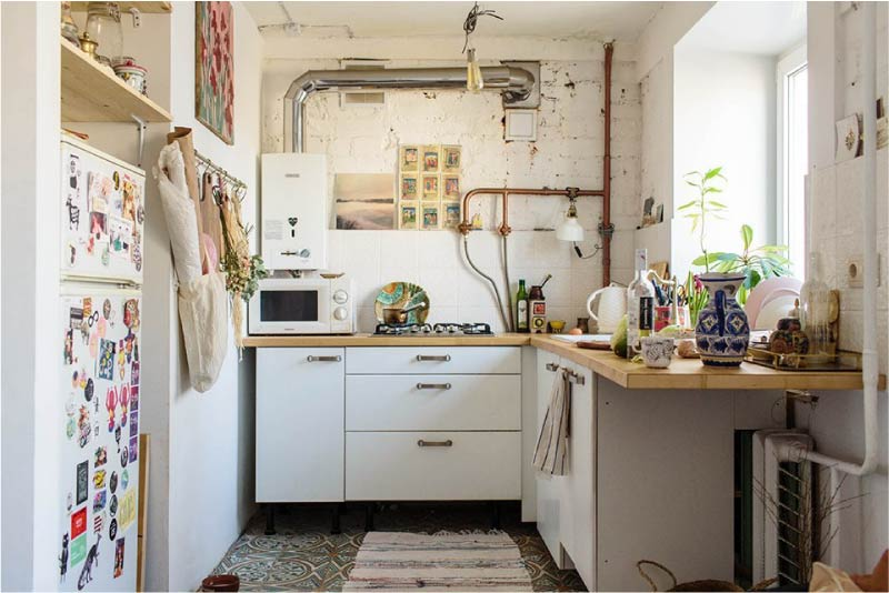 Интерьер кухни со столешницей вместо подоконника